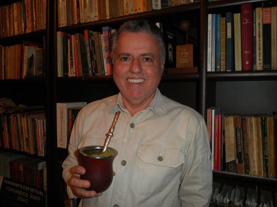 """Tibério Vargas Ramos, autor de """"Sombras Douradas"""" e """"Acrobacias no Crepúsculo"""""""