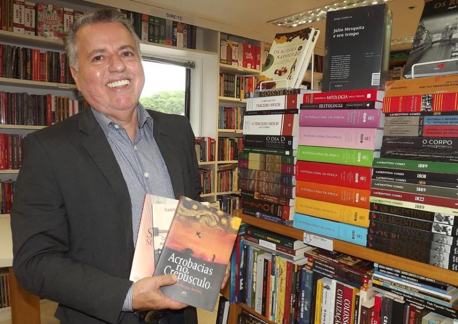 Tibério Vargas Ramos na Livraria Espaço Cultural no Campus da PUCRS (Foto Patrícia Pacheco)